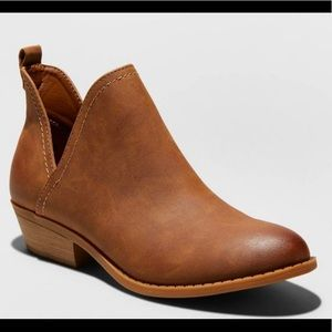 Universal Thread Nora Faux Leather Ankle Boot 👢